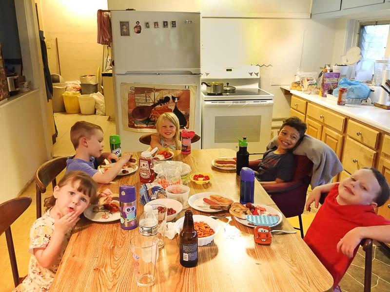 5-great-grandchildren-dining-at-Export-173942